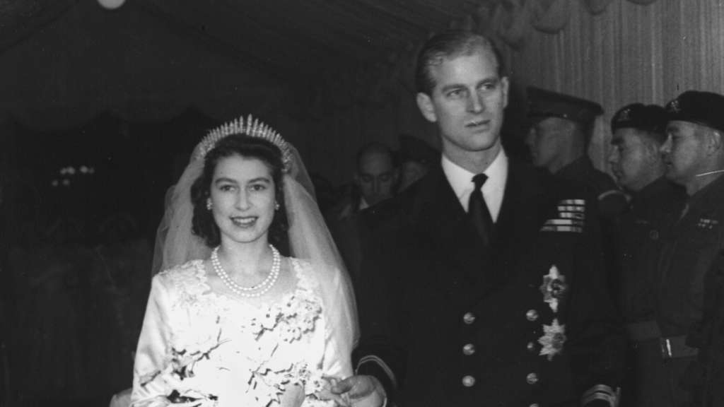 Die damalige Prinzessin Elizabeth heiratet ihre Jugendliebe Philip Mountbatten in der Westminster Abbey am 20.11.1947.