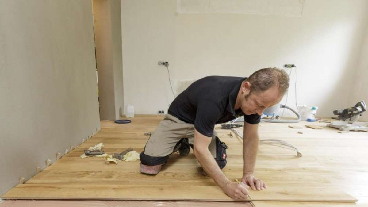 wie heimwerker ein fertigparkett und laminatboden verlegen. Black Bedroom Furniture Sets. Home Design Ideas