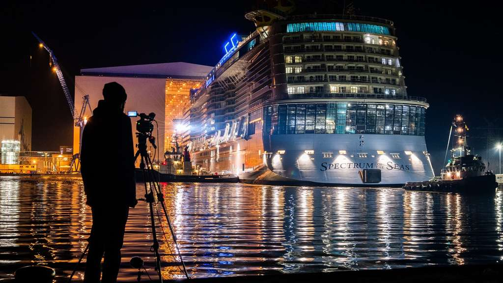 Spectrum of the Seas verlässt Baudock.