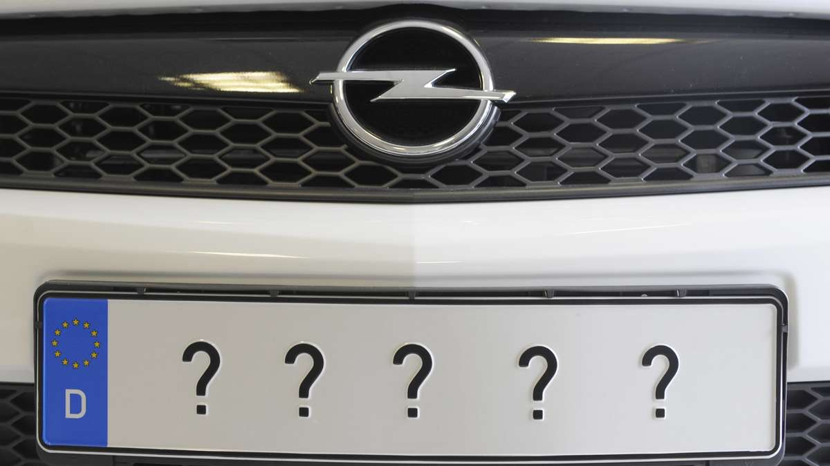 autofahrer zahlen tausende euro f r nummernschilder auto. Black Bedroom Furniture Sets. Home Design Ideas